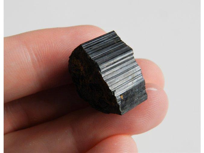 cerny turmalin skoryl kamen mineral vysocina obrazky 1