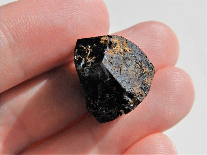 ukonceny cerny turmalin skoryl prirodni surovy kamen vysocina obrazky 1