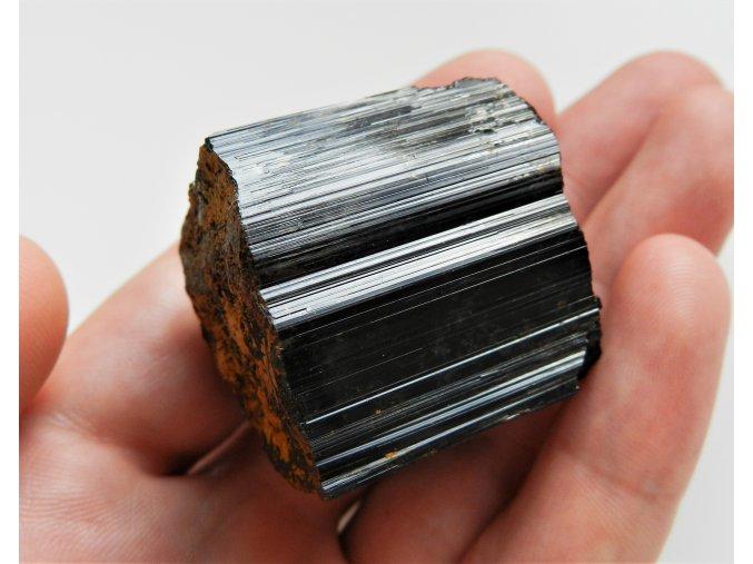 cerny turmalin skoryl prirodni surovy kamen mineral cr vysocina obrazek 1