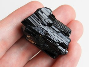 cerny turmalin skoryl prirodni kamen mineral nerost vysocina obrazek 1