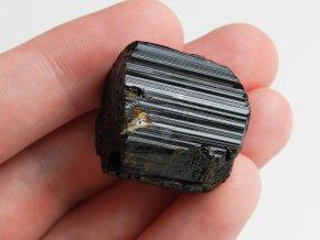 turmalin cerny skoryl valecek spalik prirodni surovy kamen nerost cr vysocina obrazky 1