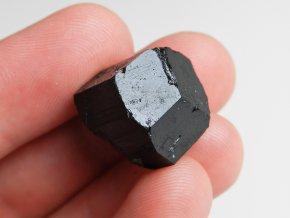 cerny turmalin skoryl ukonceny krystal vysocina obrazek 3