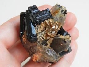 cerne turmaliny skoryly zahneda kombinace mineralu vysocina cesky estetika obrazky 1