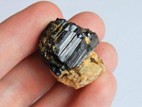 cerny turmalin albit vysocina kombinace mineralu kamen obrazky 1