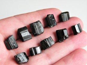 Drobné špalíky černých turmalínů v krásné sestavě