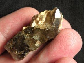 prirodni zahneda krystal kourova barva dalsi mineraly vysocina obrazek 1