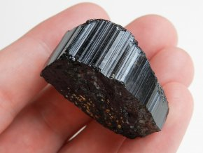uzky cerny turmalin skoryl prirodni drahy vzacny kamen mineral obrazek 1