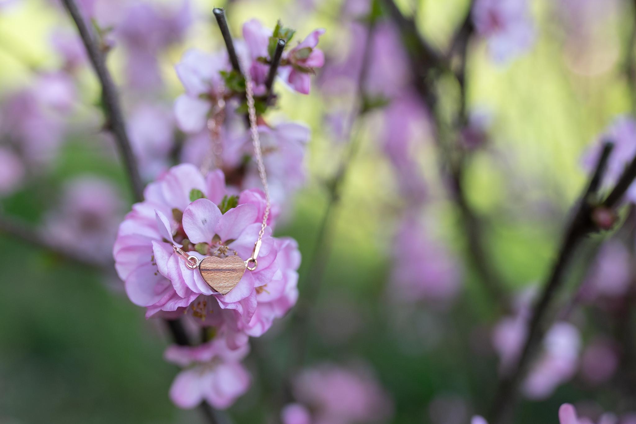 Stříbrný náhrdelník se dřevěným srdíčkem - pozlaceno růžovým zlatem