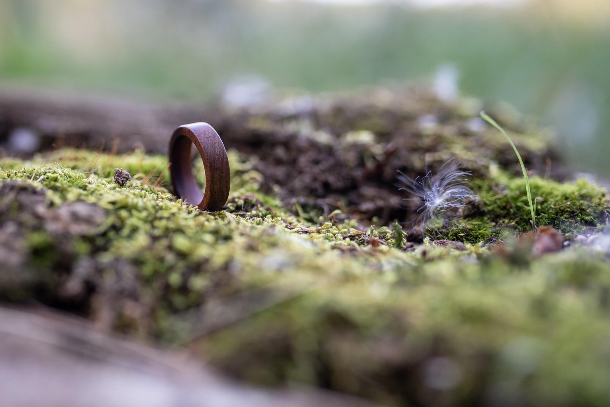 Švestkové prstýnky na míru Dřevíčko je ošetřeno přírodní směsí Odie's oil... (Vyrobeno ručně)