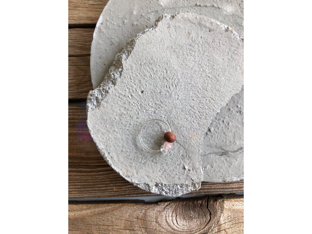 Prstýnek se dřevěným korálkem a zlomky minerálů