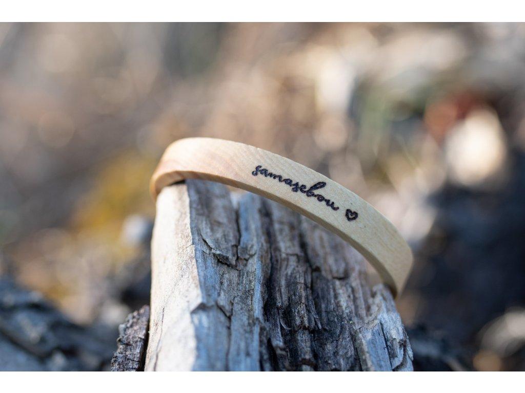 Dřevěný náramek samasebou