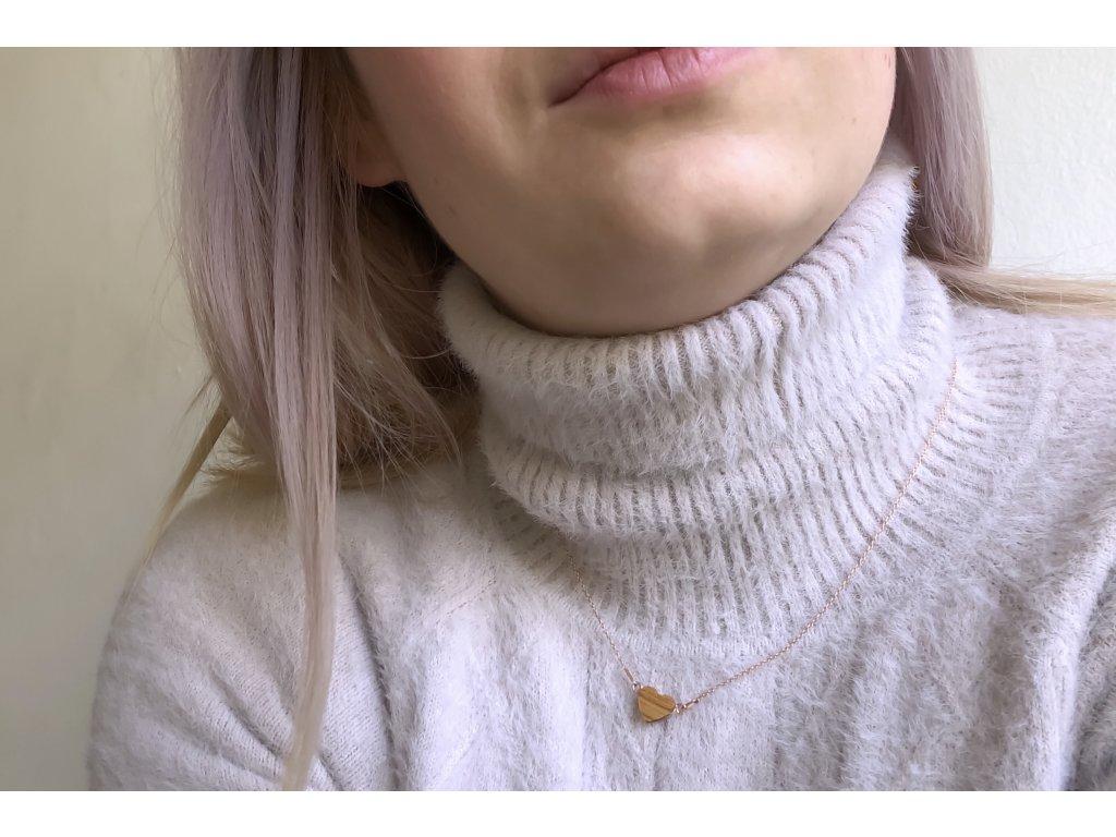 Náhrdelník se dřevěným srdíčkem - hrušková láska rosegold