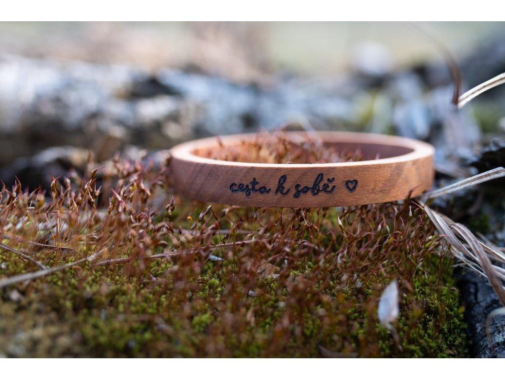 Dřevěný náramek cesta k sobě