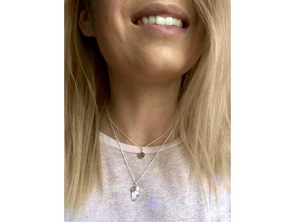 Vrstvený náhrdelník se dřevěným medailonkem a minerálem