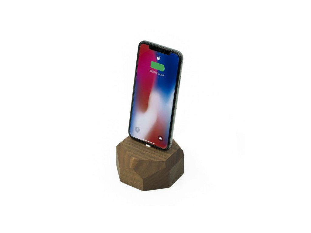 Drevená nabíjačka na iPhone