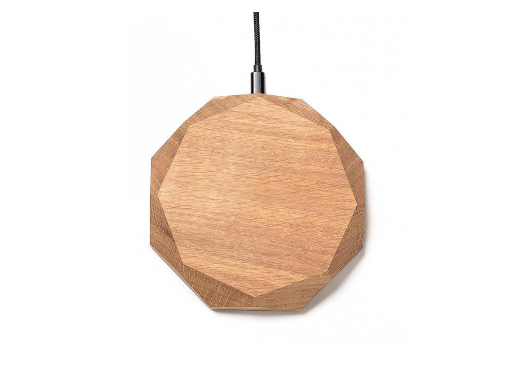 Drevená bezdrôtová nabíjačka na iPhone