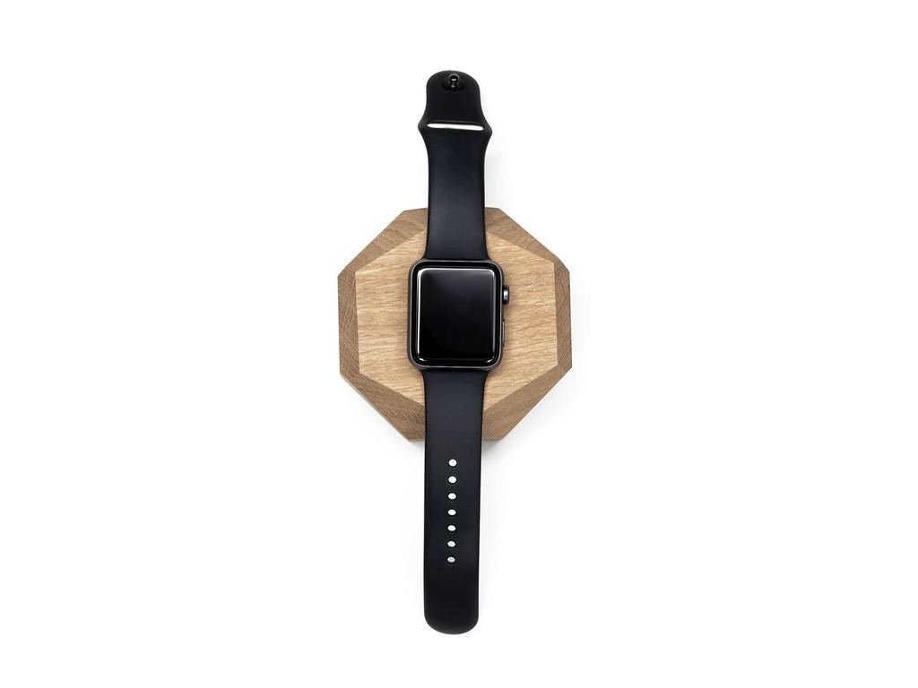Drevená bezdrôtová nabíjačka na Apple Watch