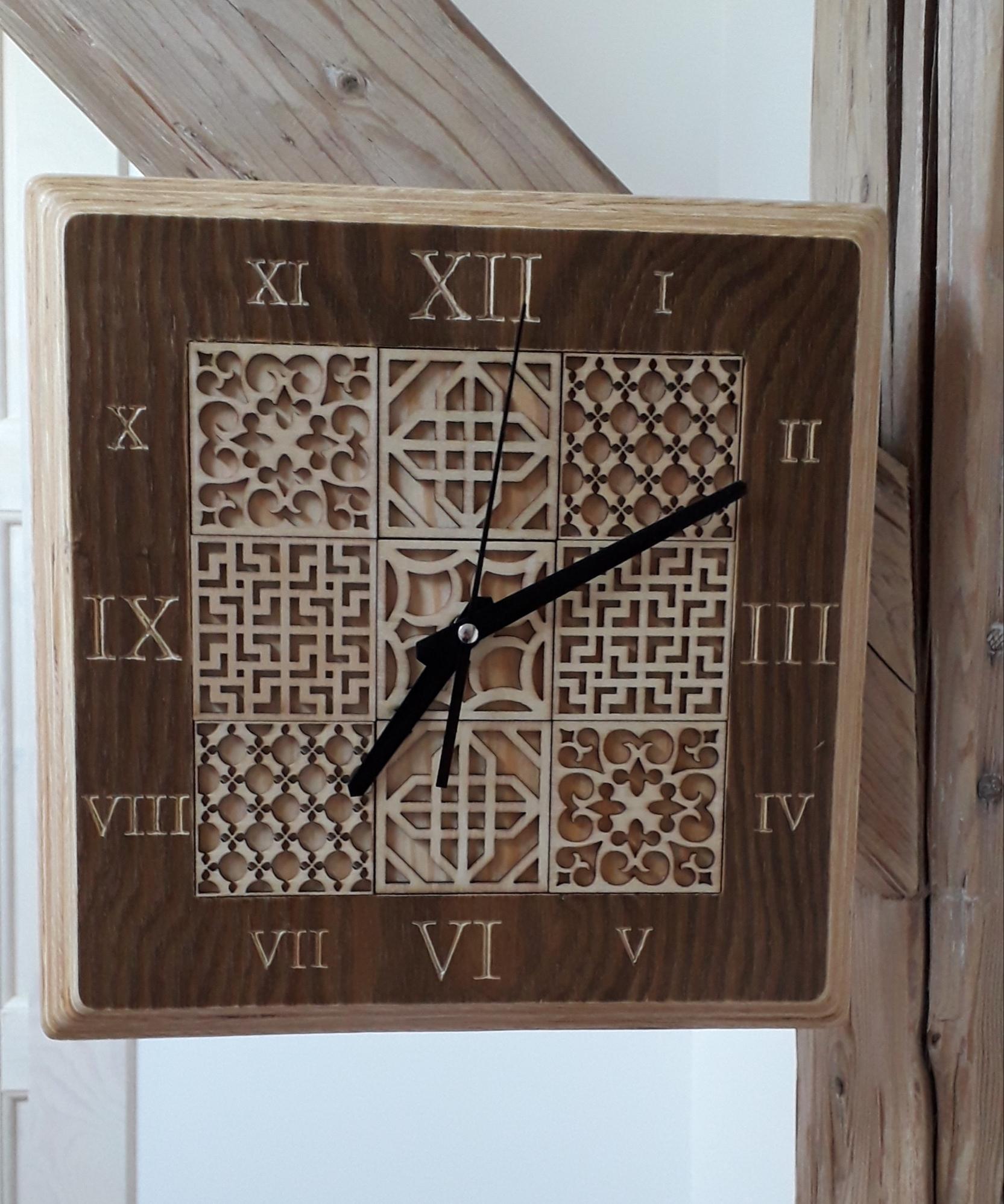 Dřevěné designové hodiny