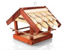 Dřevěné ptačí budky a krmítka