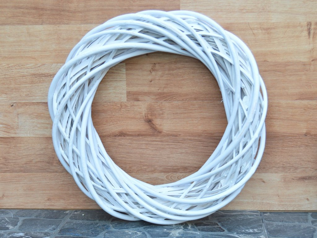 Proutěný věnec bílý - průměr 40 cm