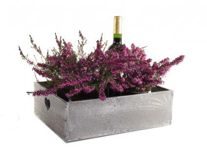 Šedý dřevěný podnos na květiny