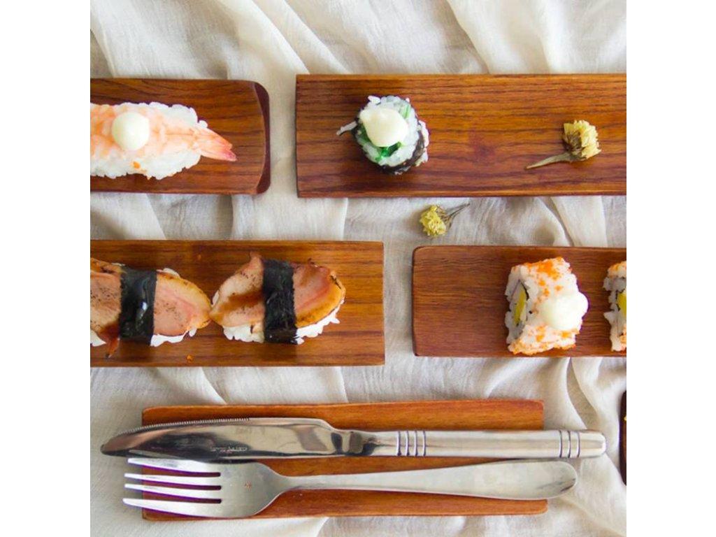 Dřevěný tácek na sushi