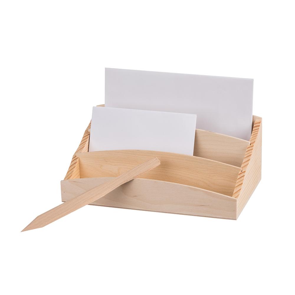 Dřevěný stojan na dopisy s nožem