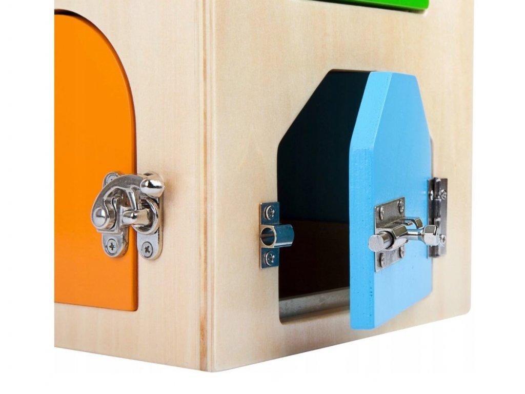 Drevený domček so zamykaním