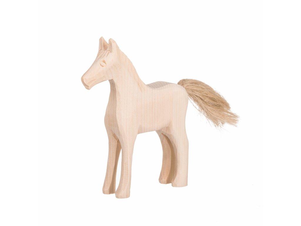 Drevený vyrezávaný kôň
