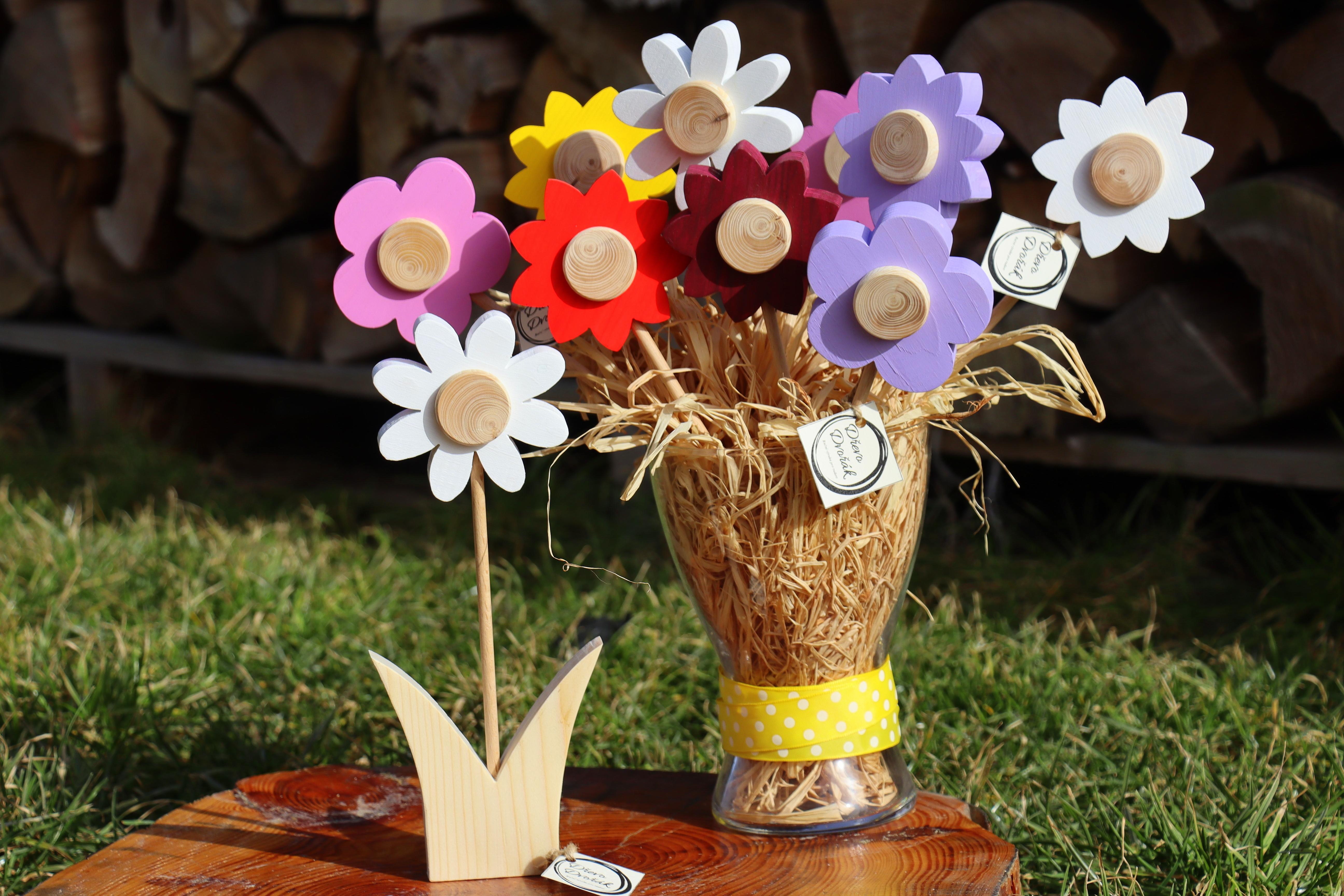 Dřevěná květina kopretina