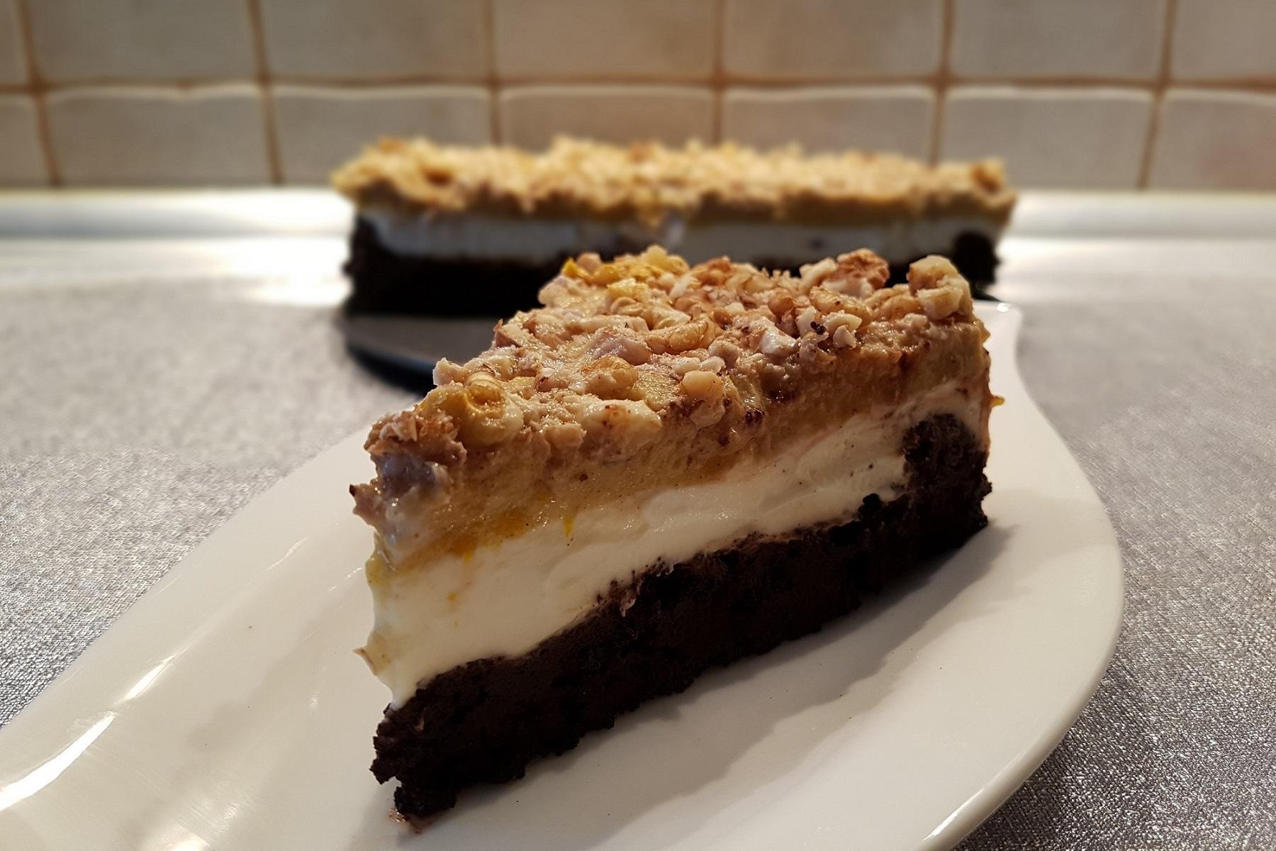 Recept: Čokoládový dort z kokosové mouky s dýňovou polevou