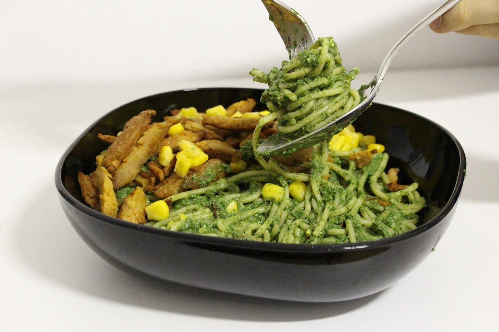 vegan-spagety-se-spenatovym-pestem-nuttamix-recepty