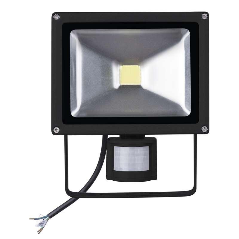 LED a halogenové reflektory