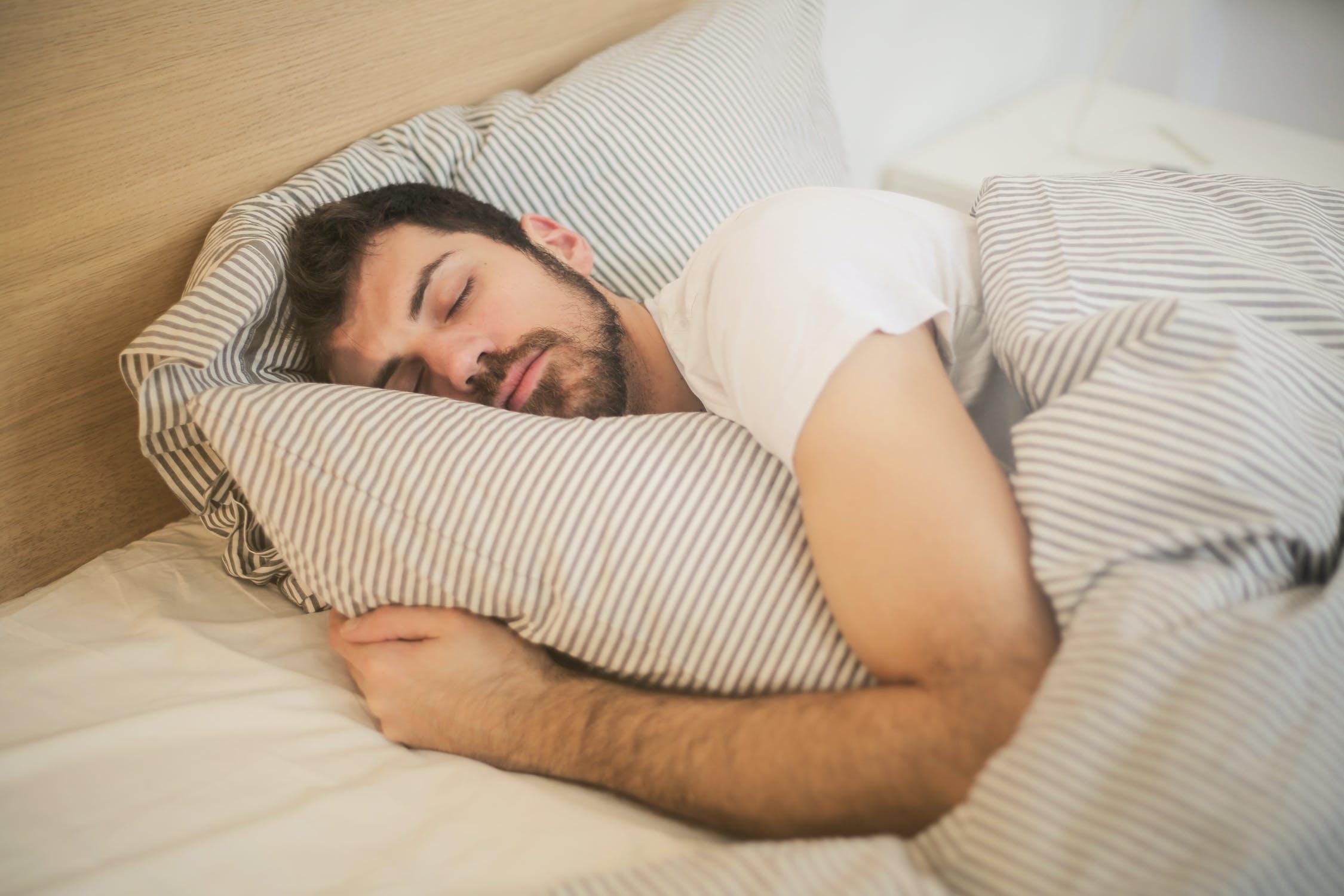 Poznáme desať funkčných tipov na kvalitný spánok