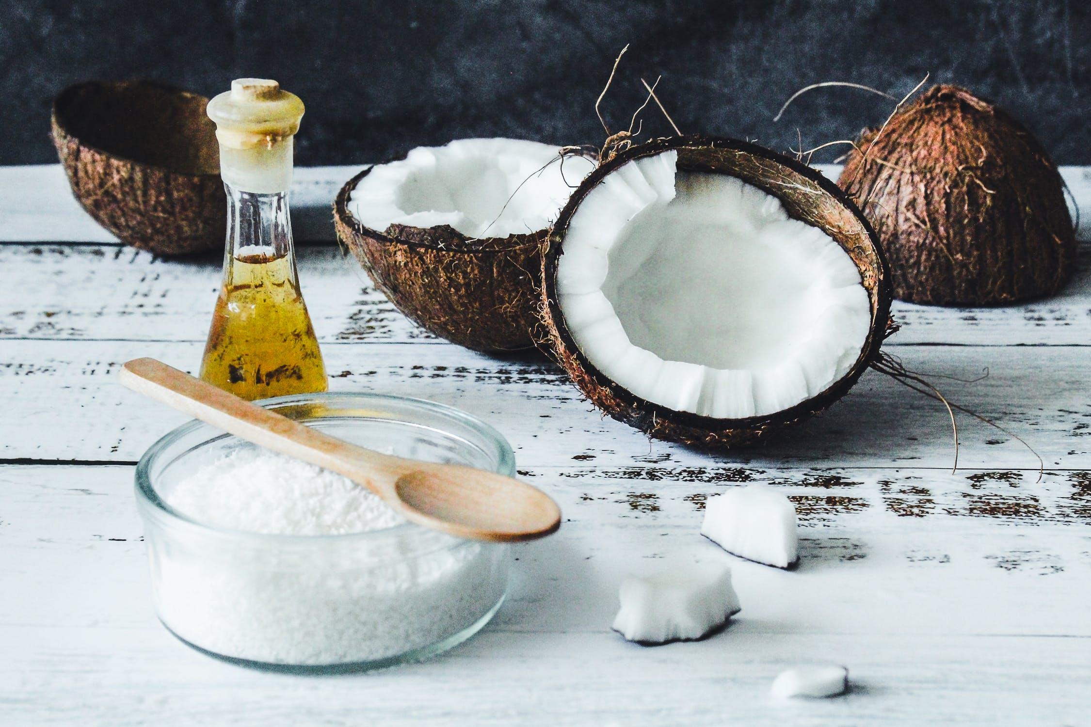 Kokosový olej: 10 výhod, ako ho využiť v prospech vašej pokožky