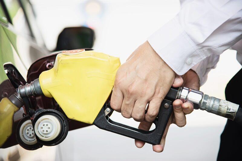 jak-namichat-pomer-oleje-benzinu