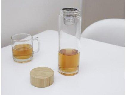Láhev se sítkem na čaj