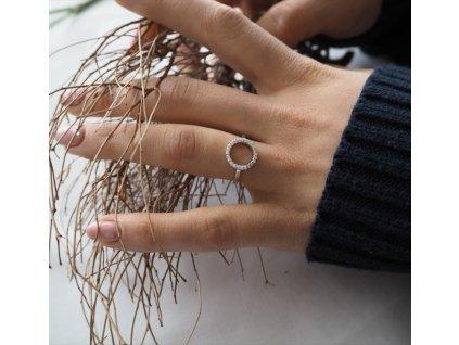Stříbrný prsten MINET KROUŽEK s bílými zirkony vel. 53