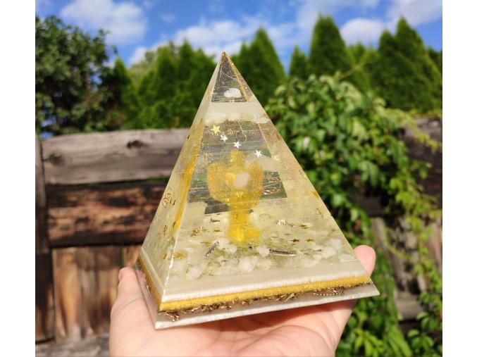 Pyramida Anděl fosforuje