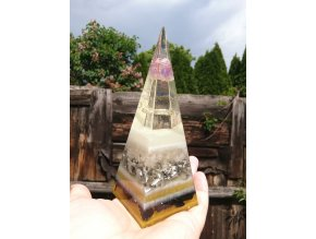 Pyramida Ametyst fosforuje