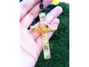 Křížek s jantarem