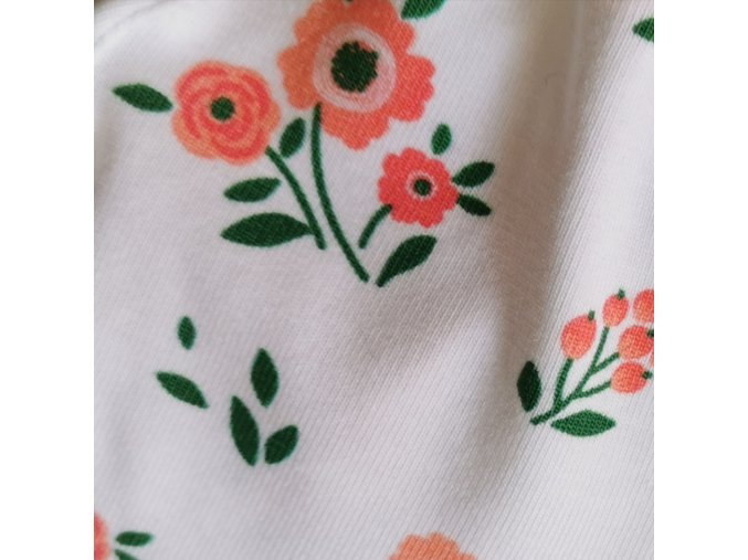 Čepice s kšiltem růže