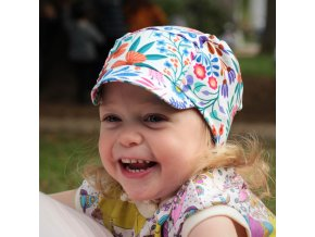 Čepice s kšiltem rozkvetlá