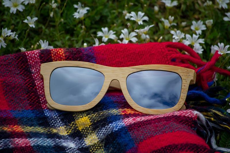 Dřevěné sluneční brýle Duppau Carbon Silver jsou ideální pro kulatý obličej