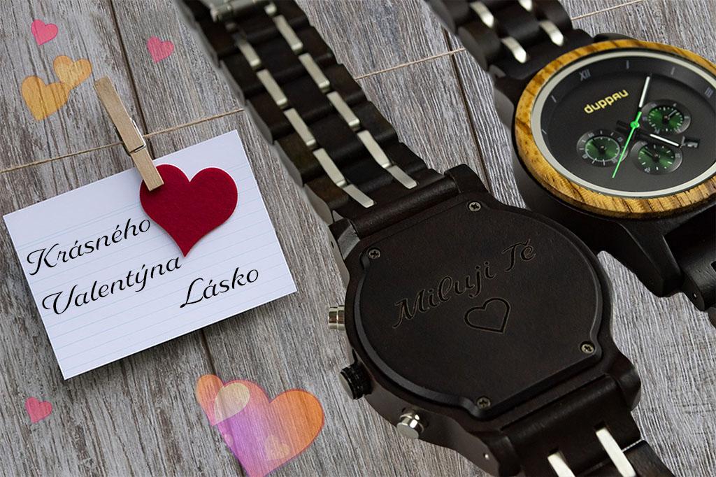 Dřevěné hodinky s gravírováním jako dárek na Valentýna