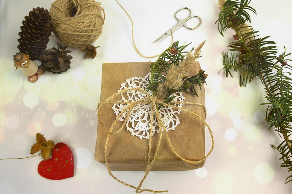 Skandinávský styl balení dárků s přírodními materiály