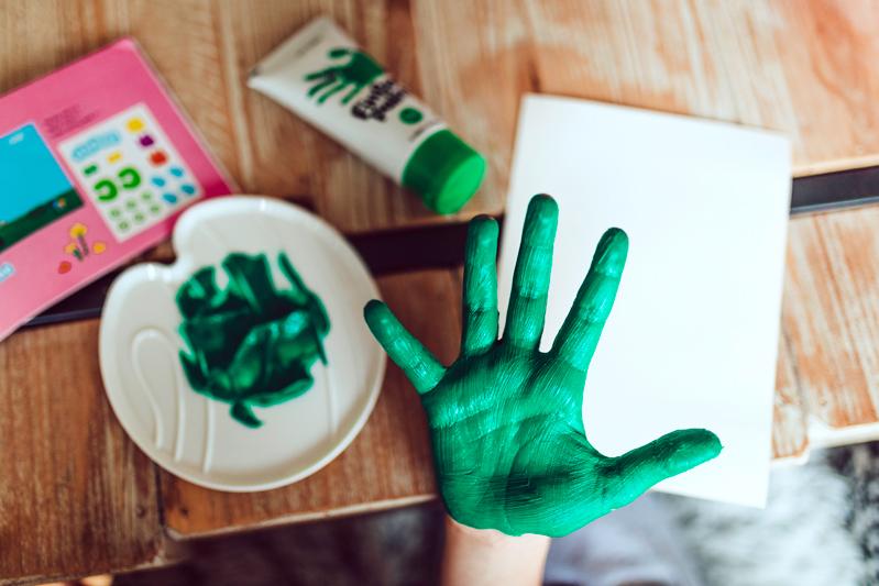 Prstové barvy: Jak s dětmi začít?