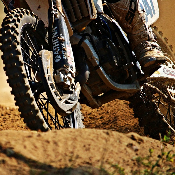 Jak správně nahustit pneumatiky a pohlídat tlak