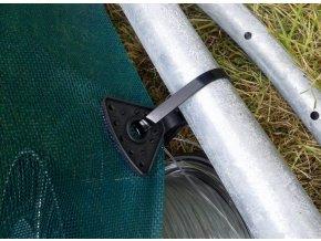 Plastové klipsy - uchycení sítě proti větru