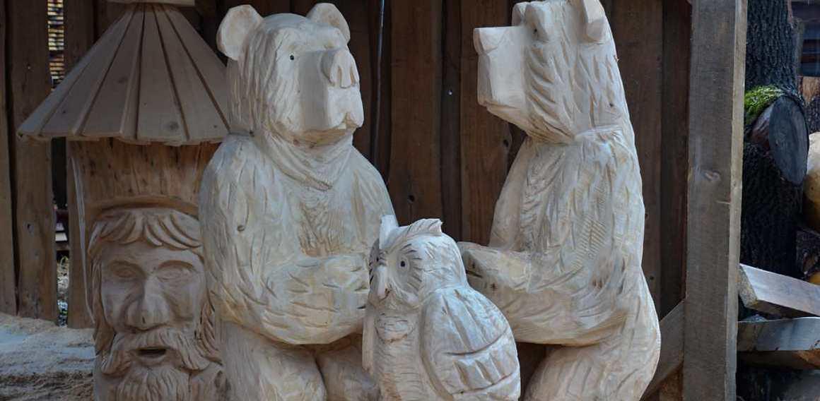 Dřevěné sochy vyřezávané motorovou pilou